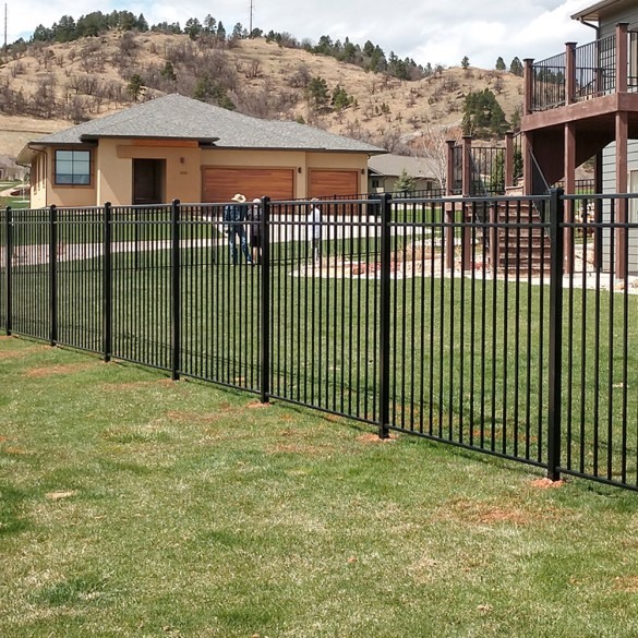 Durables 4 1/2' High Hamilton Picket Fence (Black)